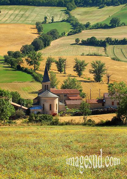 Paysage de l'Aveyron : village de Mélac, Grands Causses
